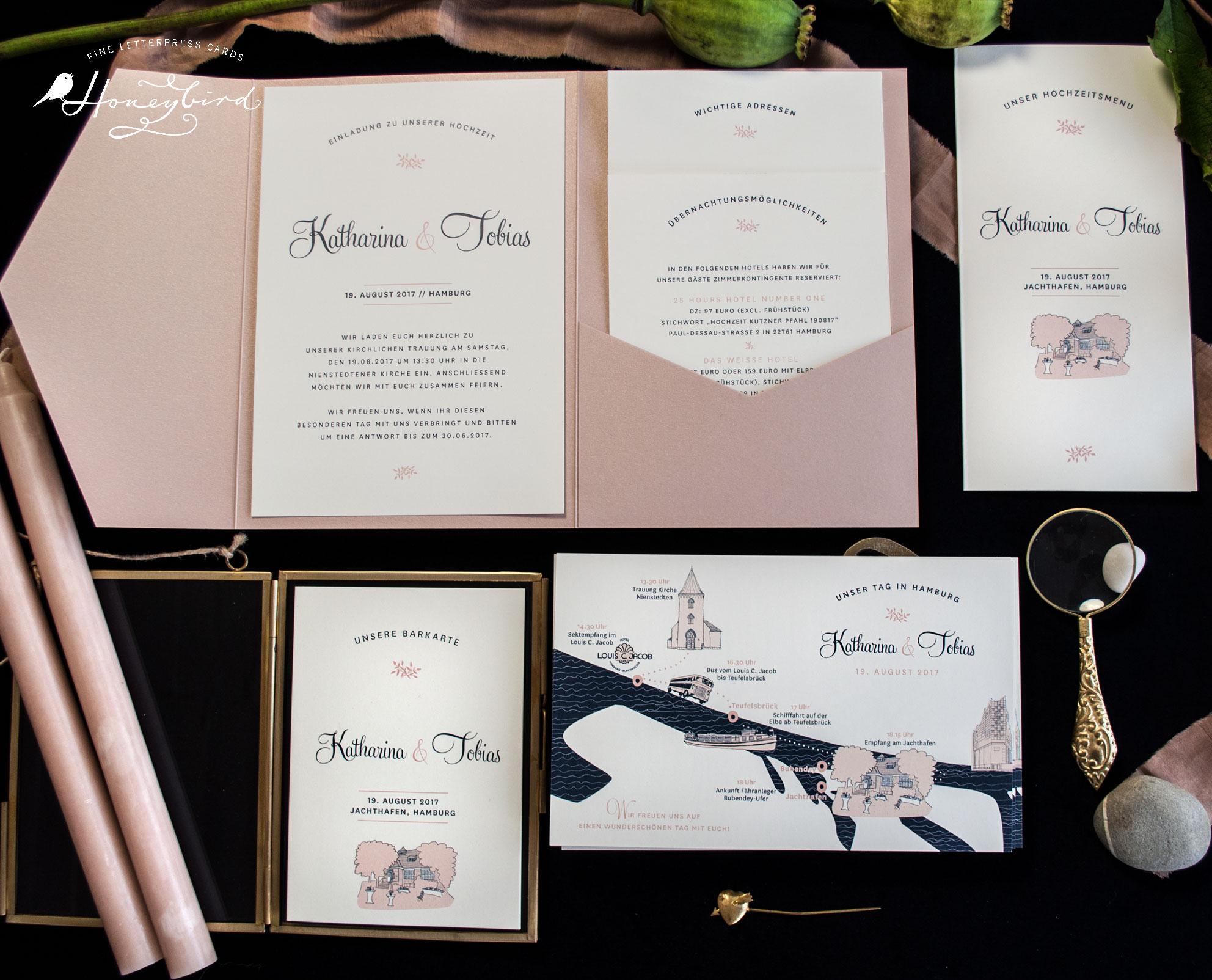 Einladung Mulberry im Pocketfold mit Hochzeitsprogramm, Barkarte und Menükarte von Honeybird.de