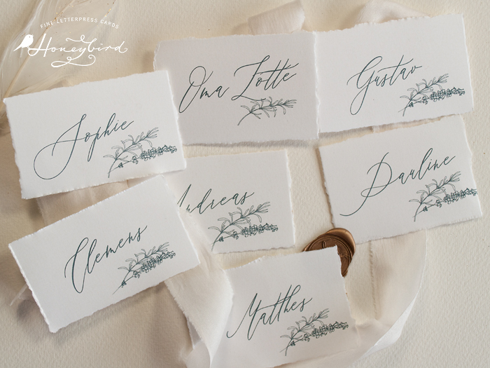 Einladung mit Büttenrand Namenskarten Tischkarten