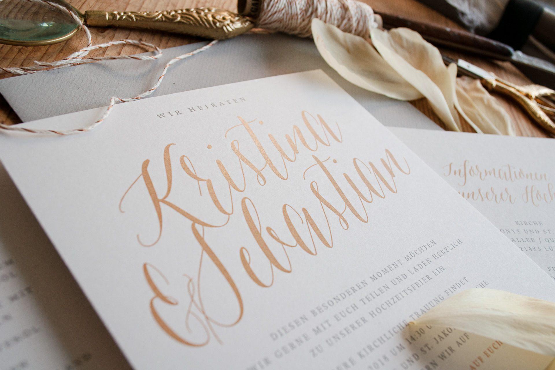 Hochzeitskarten mit goldenem Namen, Design Golden.
