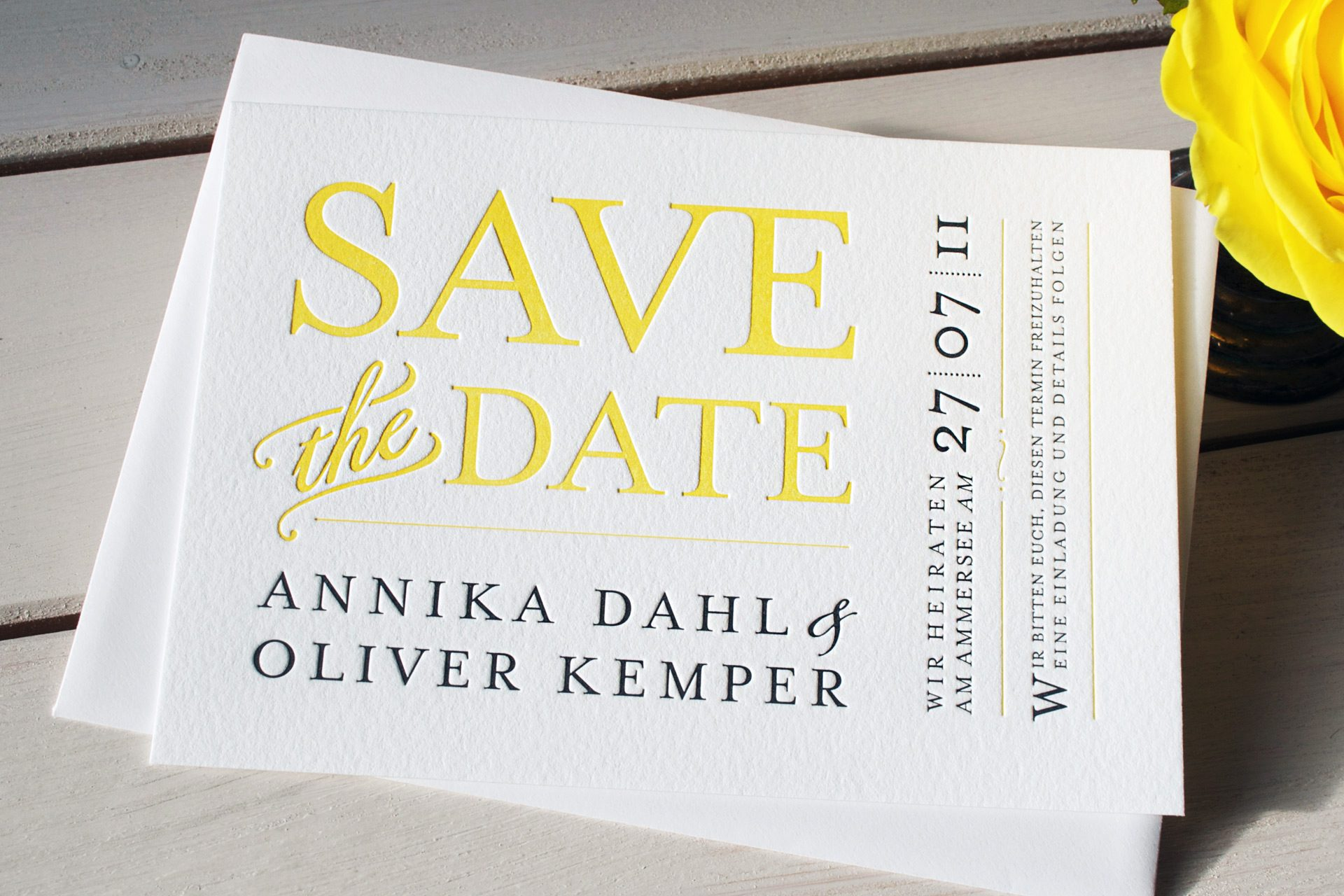 Save the Date in sonnengelb und Graphit fühlbar gedruckt im Letterpress, Design Providence, Vintagelook