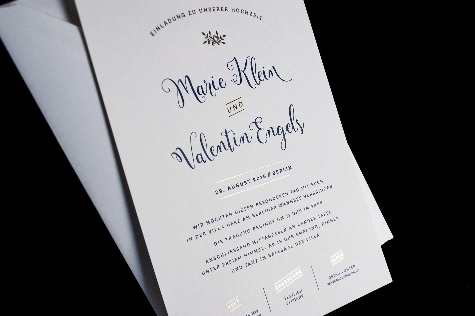 Mulberry Gold, schicke Hochzeitseinladung mit goldenen Elementen