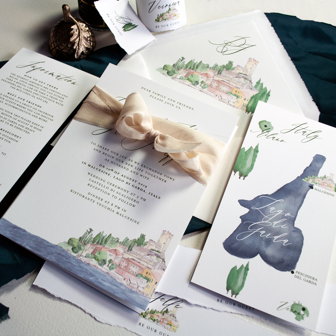 Couture Papeterie ganz indviduell mit handgezeichnetem Aquaraell der Hochzeit am Gardasee in Malcesine, Lago di Garda mit Infoskizze und Details zur Hochzeit.