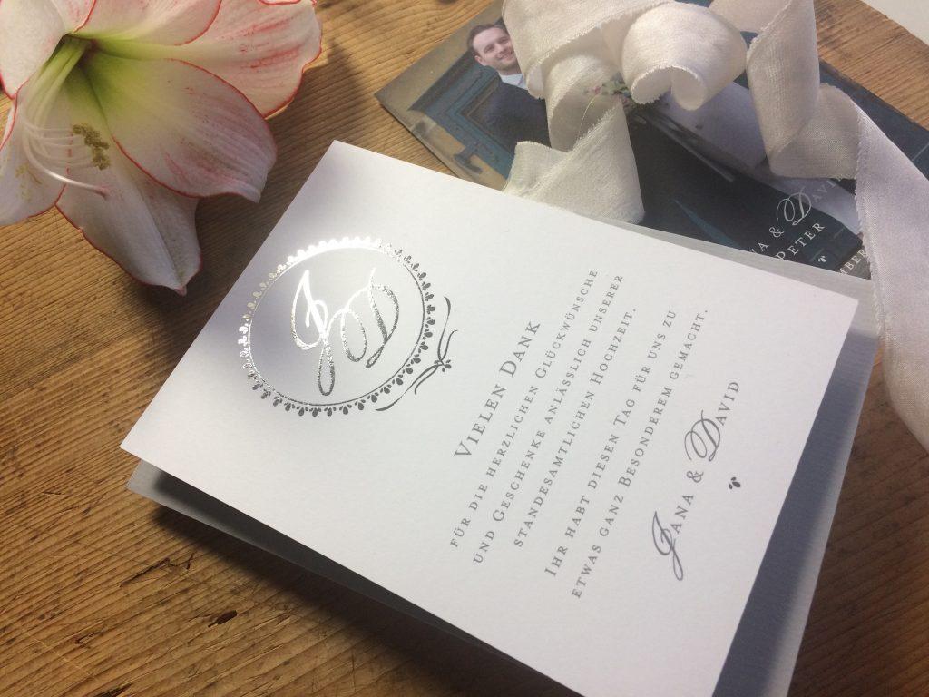 klassisches Design einer Kensington Dankeskarte mit Monoramm mit Silber