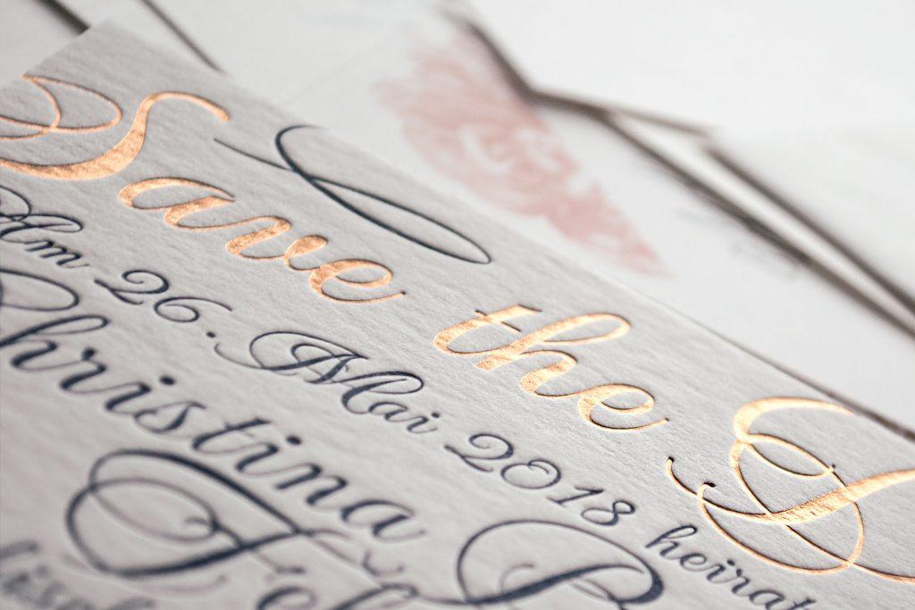 Loveletter Save the Date in Gold von Honeybird fine letterpress cards.