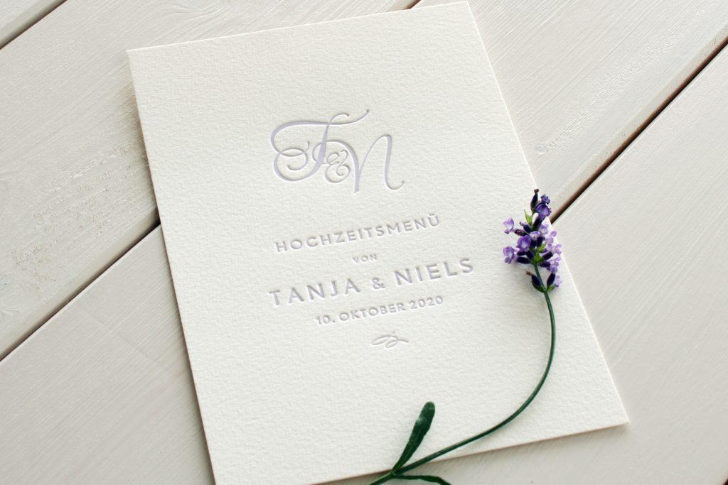 Menü Monogramm Lavendel für Hochzeitspapeterie