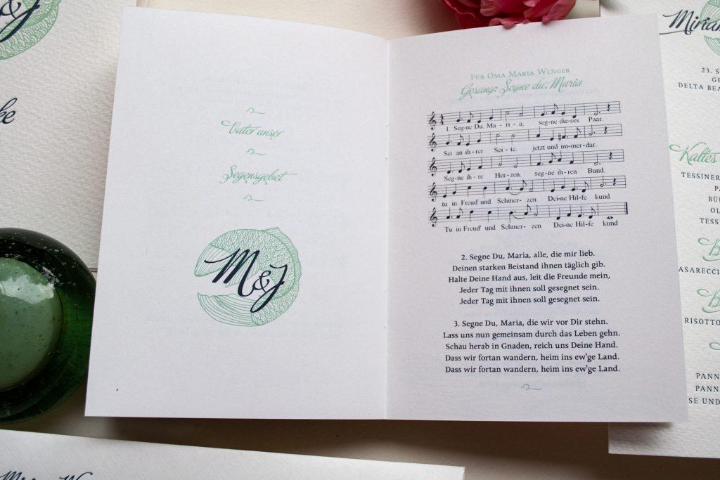 Couture Papeterie mit Kirchenprogramm mit Liedern, Noten und Texten, dem Ablauf Hochzeit am Lago Maggiore Ascona, Destination Wedding