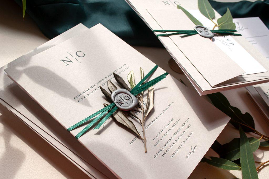 Mono Hochzeitskarten von HONEYBIRD stilvolle letterpress Einladungen mit Siegel