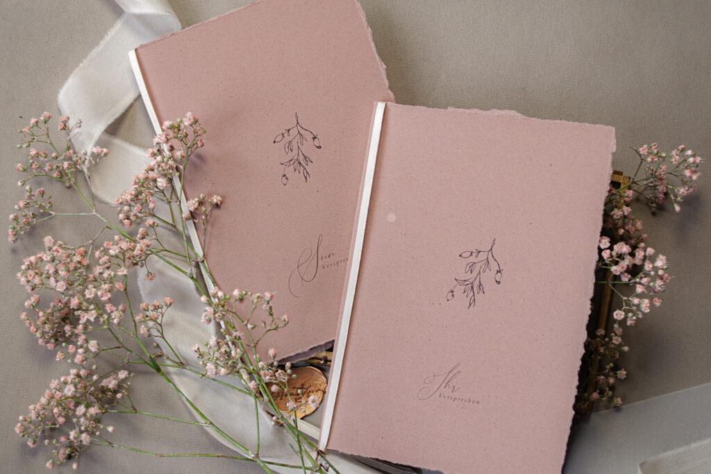 Vow Booklets auf Almondpaper