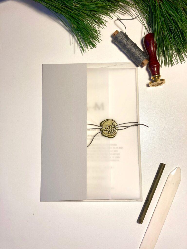 Wedding Design Tuscany Valley, Hochzeitspapeterie von Honeybird auf Echt Bütte mit Olivenzweig, transparentem Einschlag und Siegelwachs