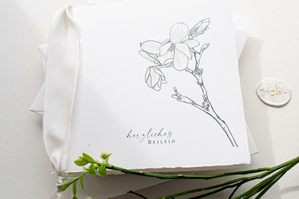 Honeybird Trauerkarten auf Büttenpapier mit Magnolie oder Siegel herzliches Beileid